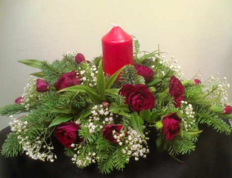 Red Rose Table Centre